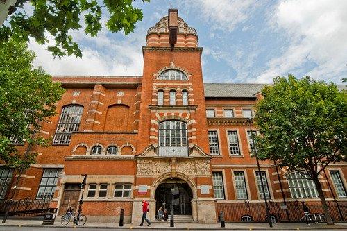 кампус City University London