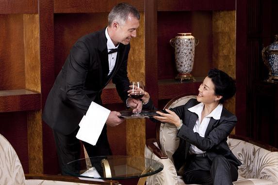 Профессии сферы гостеприимства: Старший дворецкий\Butler Services Supervisor
