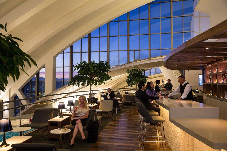 Профессии сферы гостеприимства: Генеральный менеджер, Лаунж-зона авиалиний\ General Manager, Airline Lounge